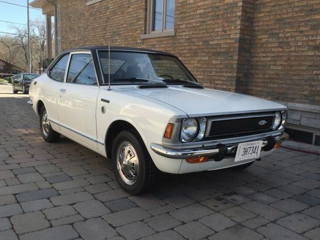 Mini Hemi: 1972 Toyota Corolla Deluxe Coupe