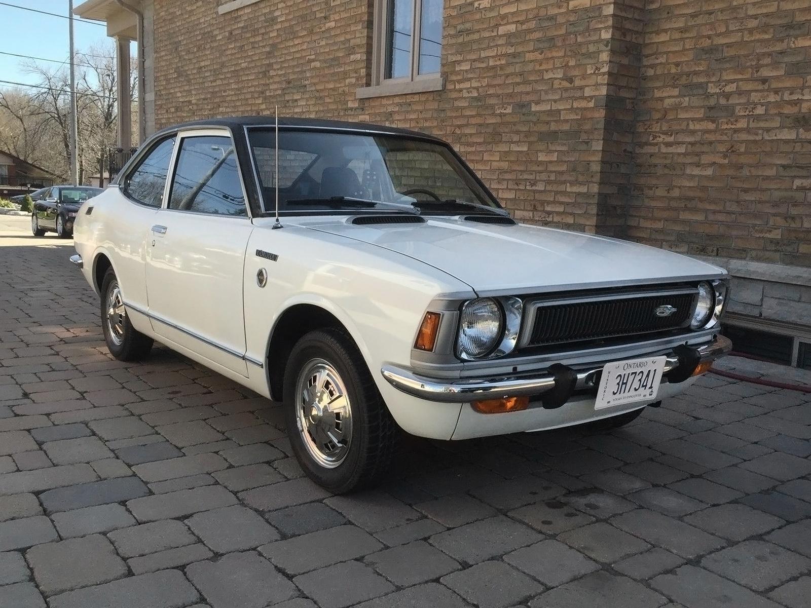 Mini Hemi 1972 Toyota Corolla Deluxe Coupe