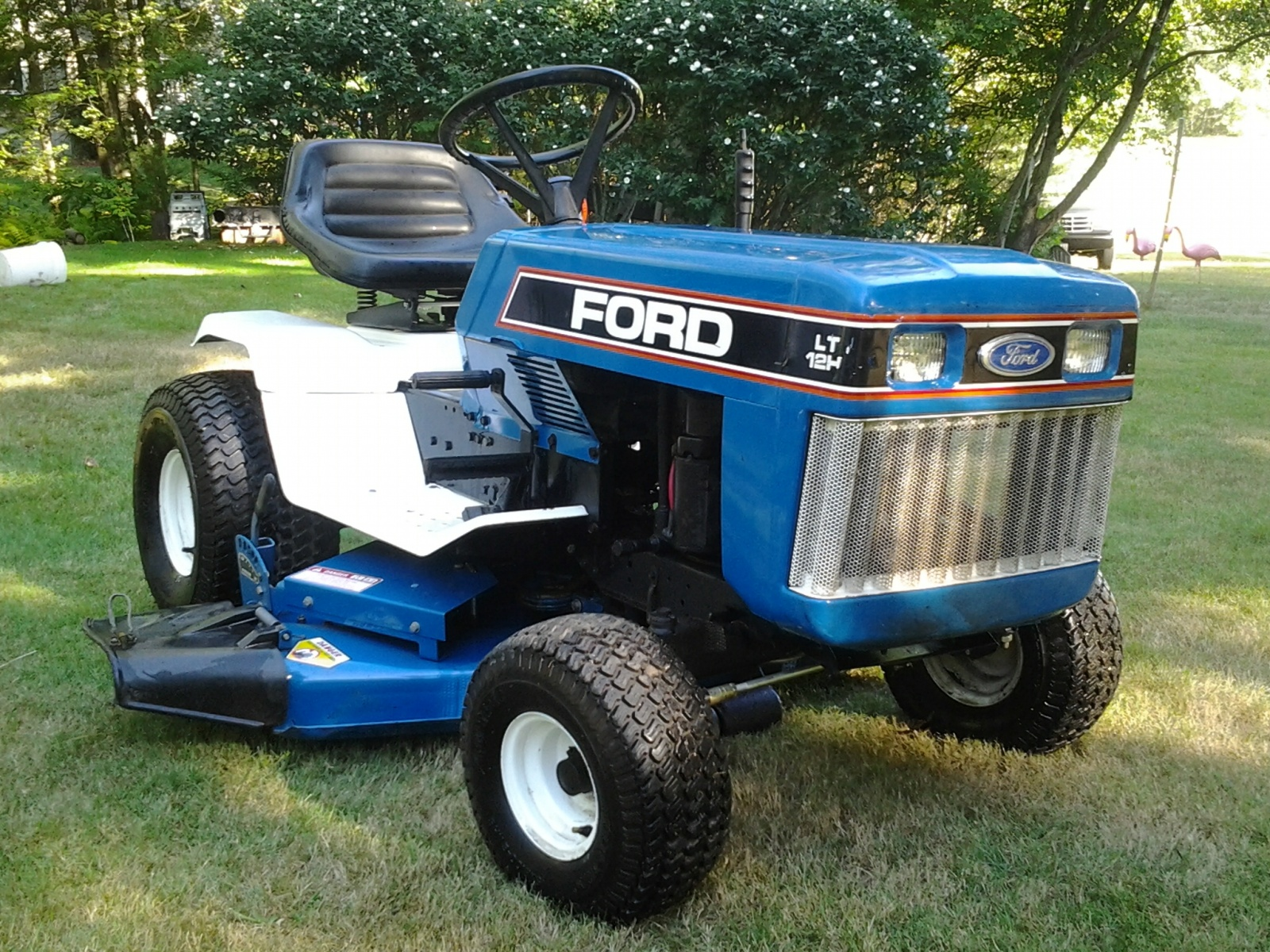 Tiny tractor ford lgt 120 garden tractor for Ford garden tractor