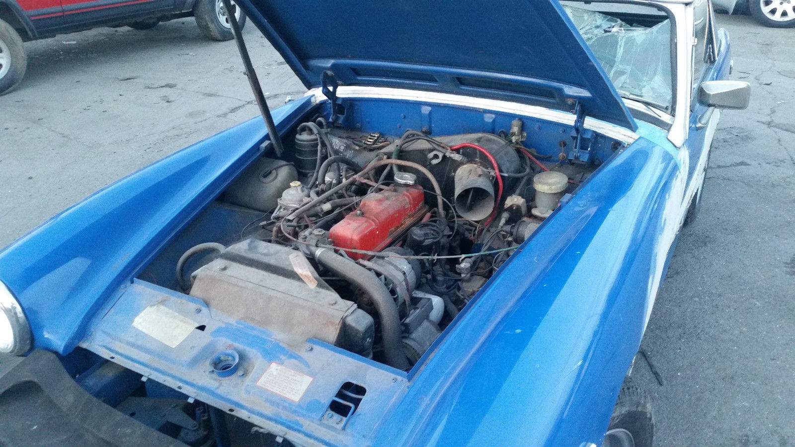 Has 4cylinder midget engine