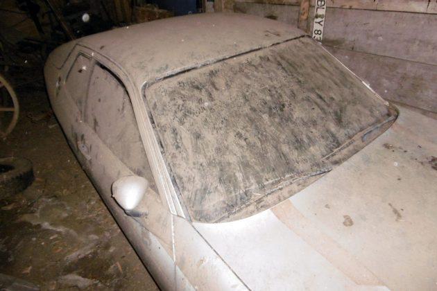 Dusty 1977 Porsche 924