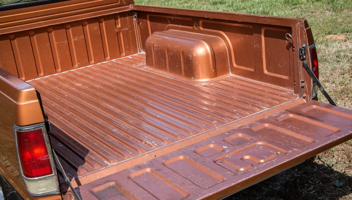 rust free work ready 1985 nissan pickup. Black Bedroom Furniture Sets. Home Design Ideas
