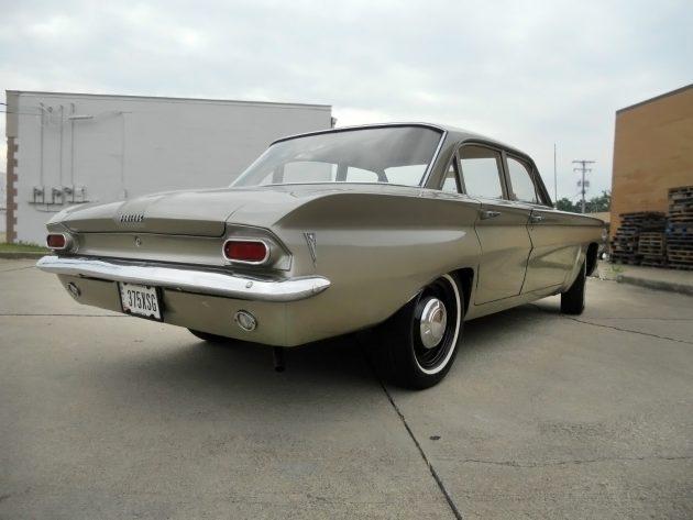 061116 Barn Finds - 1961 Pontiac Tempest - 3