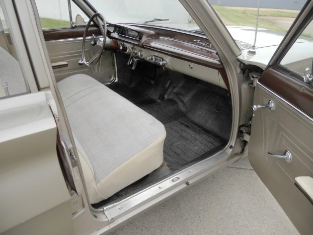 061116 Barn Finds - 1961 Pontiac Tempest - 4