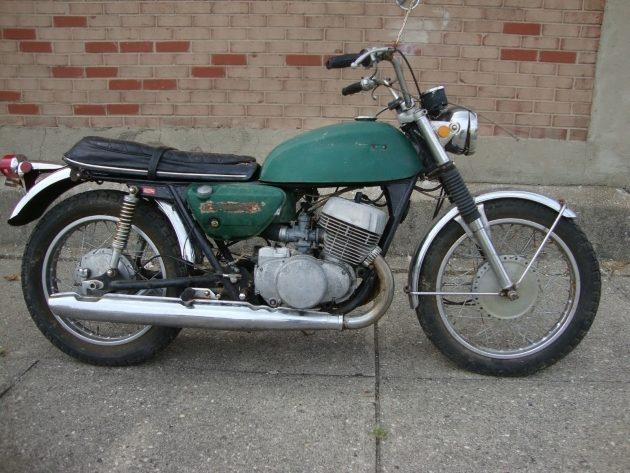 061316 Barn Finds - 1969 & 70 Suzuki T500 Titans - 5
