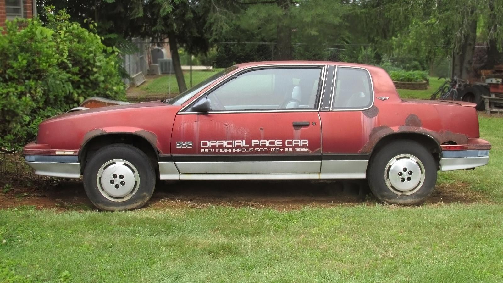 1985 indy 500 pace car 1985 oldsmobile calais 500. Black Bedroom Furniture Sets. Home Design Ideas