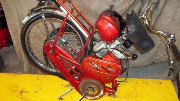 061616 Barn Finds - 1964 Bianchi Avanti Sport Folding Moped - 3