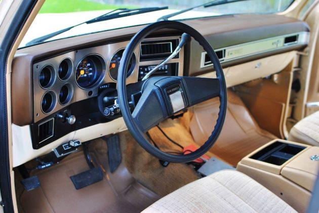 081016 Barn Finds - 1984 Chevrolet Suburban - 4