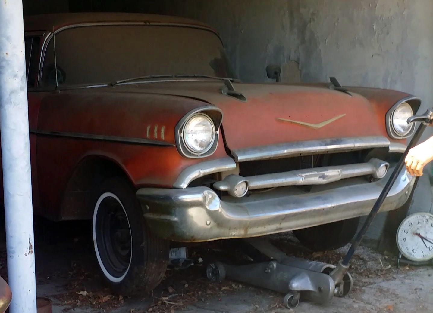 Fuelie 1957 chevy bel air barn find for Garage auto 57