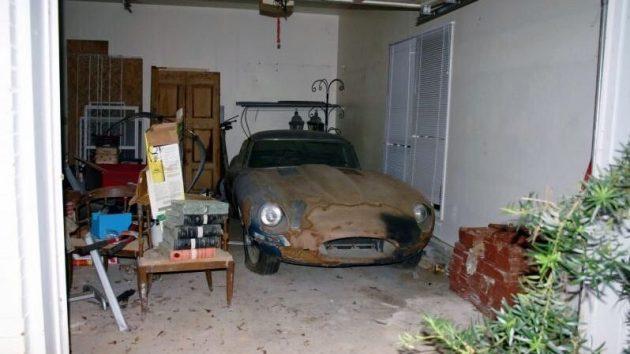Parked Since The 80s: 1967 Jaguar E-Type Roadster