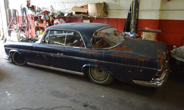Dunkelblau Rescue: 1966 Mercedes 300SE