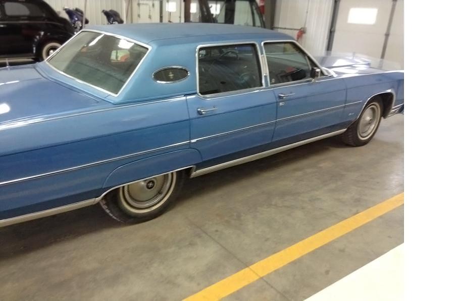 NoDak Beauty: 1977 Lincoln Continental Town Car