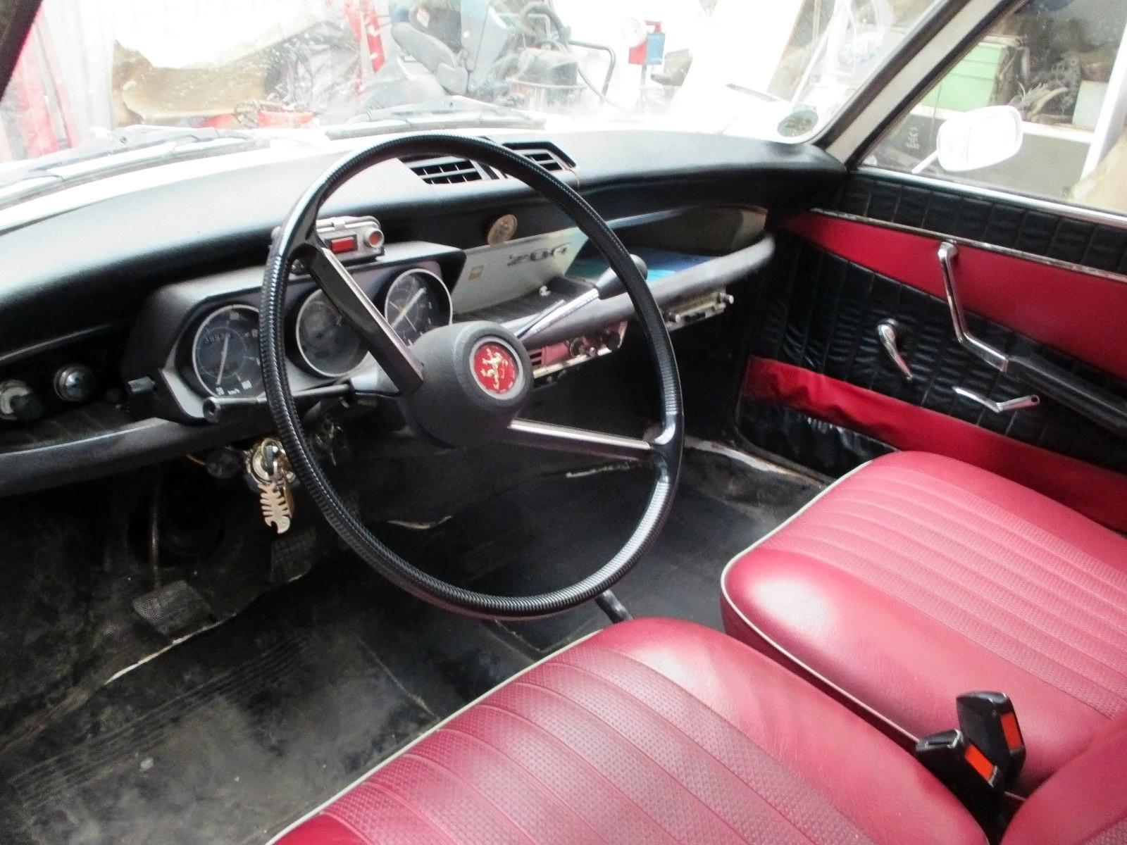 French Diesel 1968 Peugeot 204 Estate