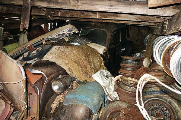 1930s-chevy-sedan