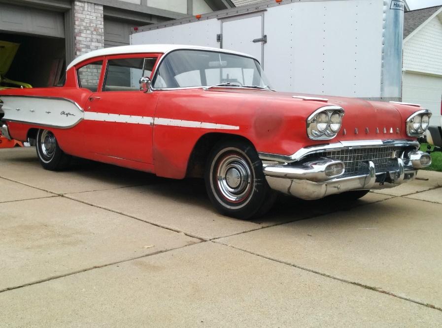 Rusty But Nice 1958 Pontiac Chieftain