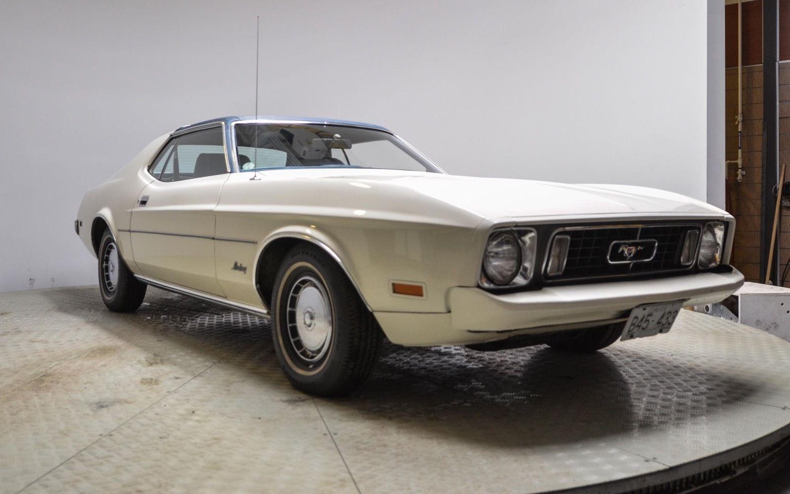 302-2v 1971-73 Mustang Fan w//o AC