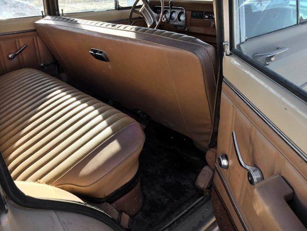 111216-barn-finds-1979-jeep-wagoneer-15