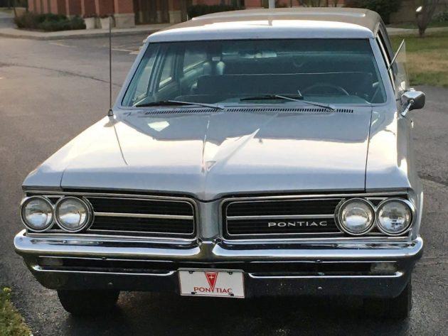 Sleek Long Roof: 1964 Pontiac Tempest Wagon