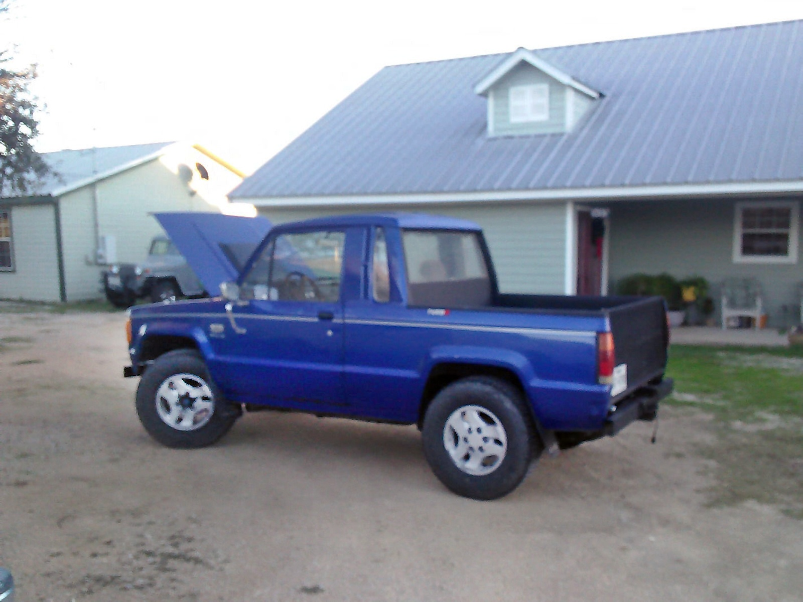 isuzu small trucks autos post. Black Bedroom Furniture Sets. Home Design Ideas