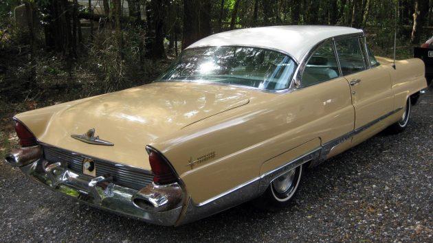 1956-lincoln-premiere-rear