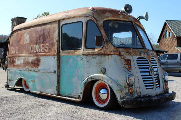 sno low cone truck 1960 international metro. Black Bedroom Furniture Sets. Home Design Ideas
