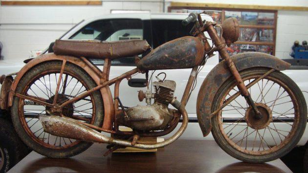 Barn BSA: 1949 BSA Bantam D1