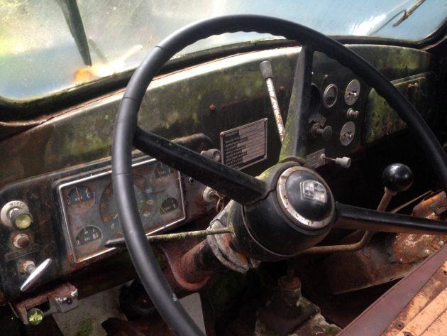 1963-studebaker-transtar-dash