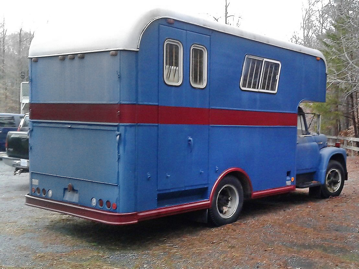 Imperatore horse vans for sale - This great looking hauler on the back of this ih is an aeroliner horse van by frank imperatore inc out of pennsylvania this one has room for three or