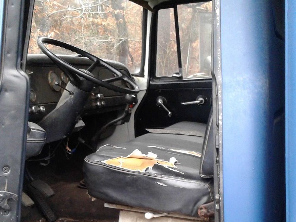 Imperatore horse vans for sale - Ok There Are A Few Flaws Inside The Cab But Hopefully Nothing That Can T Be Repaired Inexpensively The Seller Purchased This One To Restore But They Have