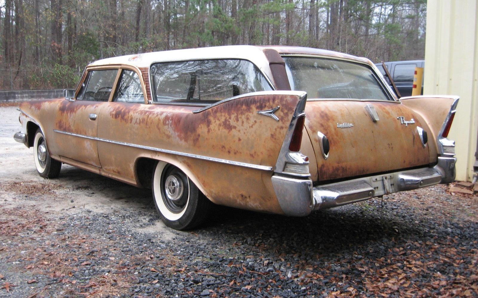 Fin Tastic 1960 Plymouth Deluxe Suburban