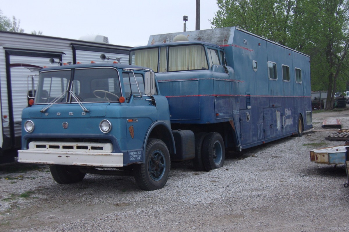 Pure Opulence 1970 Camelot Cruiser R V
