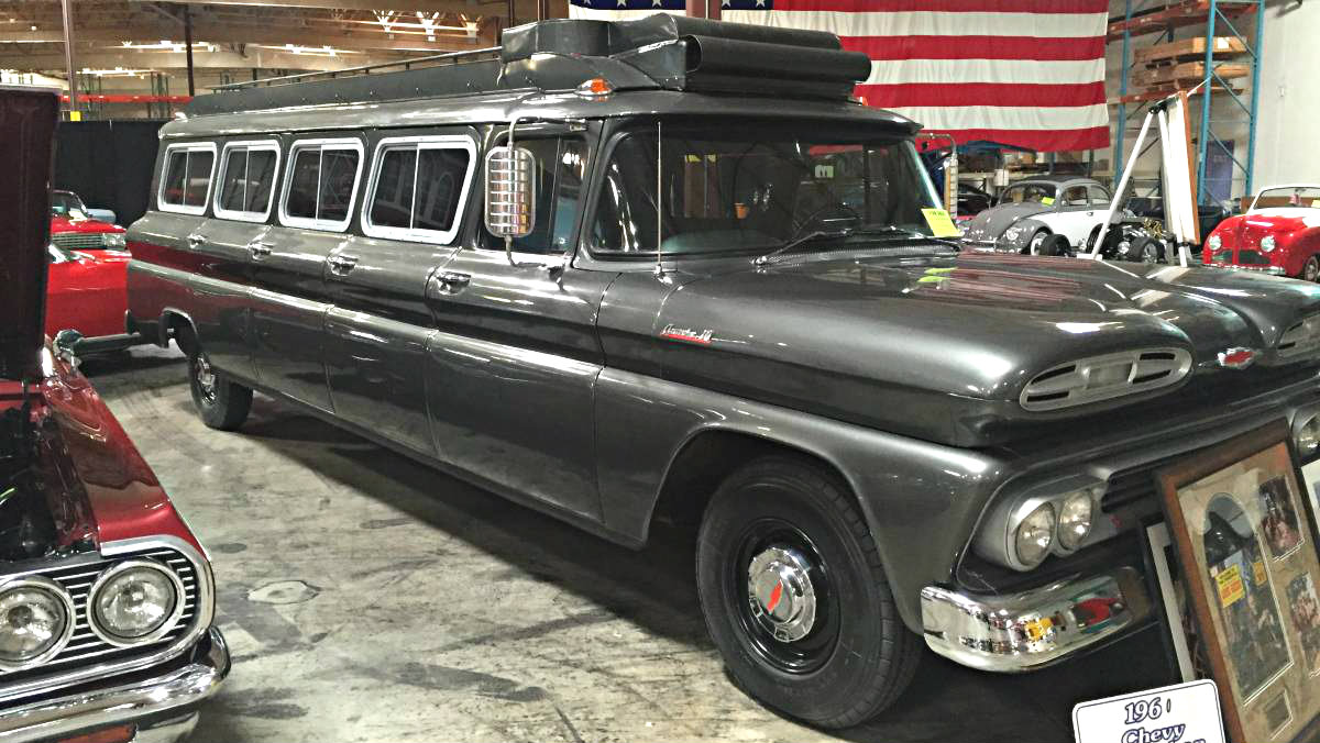 TV Star Hauler: 1961 Chevrolet Suburban Carryall
