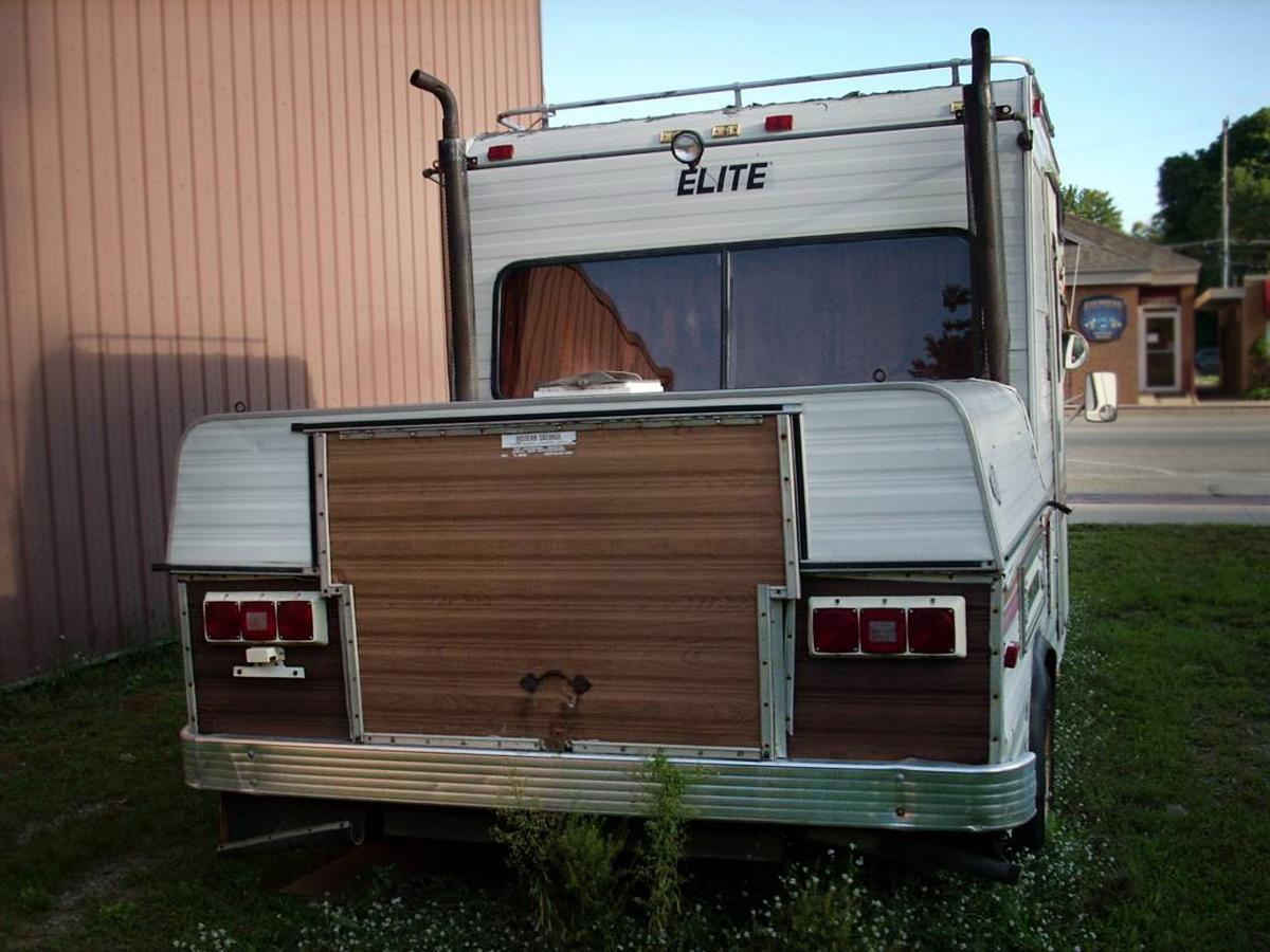 Big Tow: 1978 Elite 188 Towlounge Chevy Van