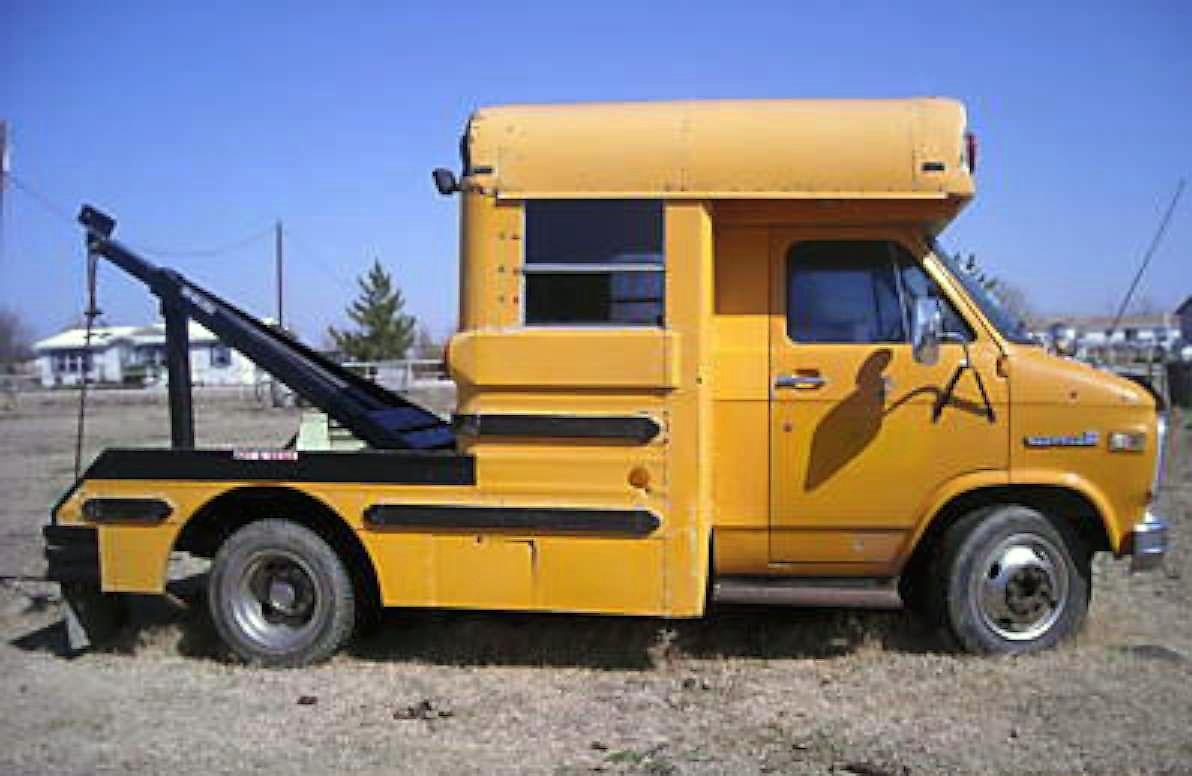 tow cool for school 1984 gmc school bus wrecker. Black Bedroom Furniture Sets. Home Design Ideas