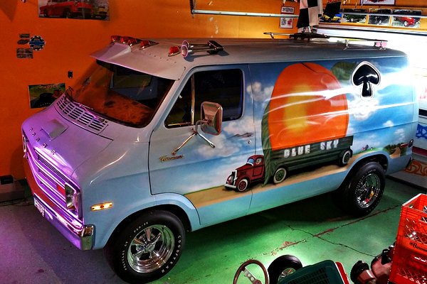 Peachy Classic 1976 Dodge Tradesman 100