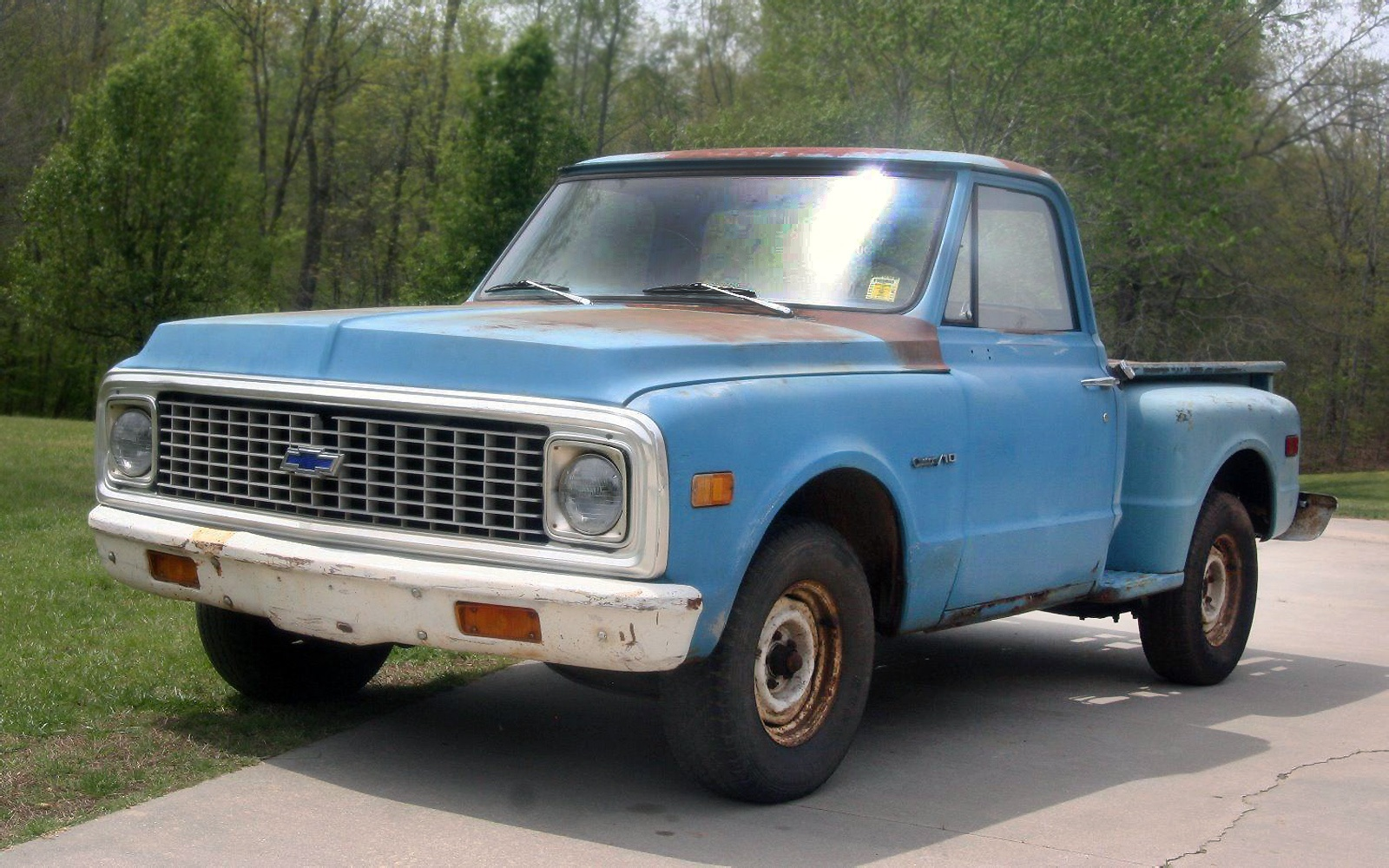 This is a 1972 chevrolet c 10 stepside pickup and it s listed here on ebay in trinity north carolina the bid is under 2 500 but the reserve isn t met