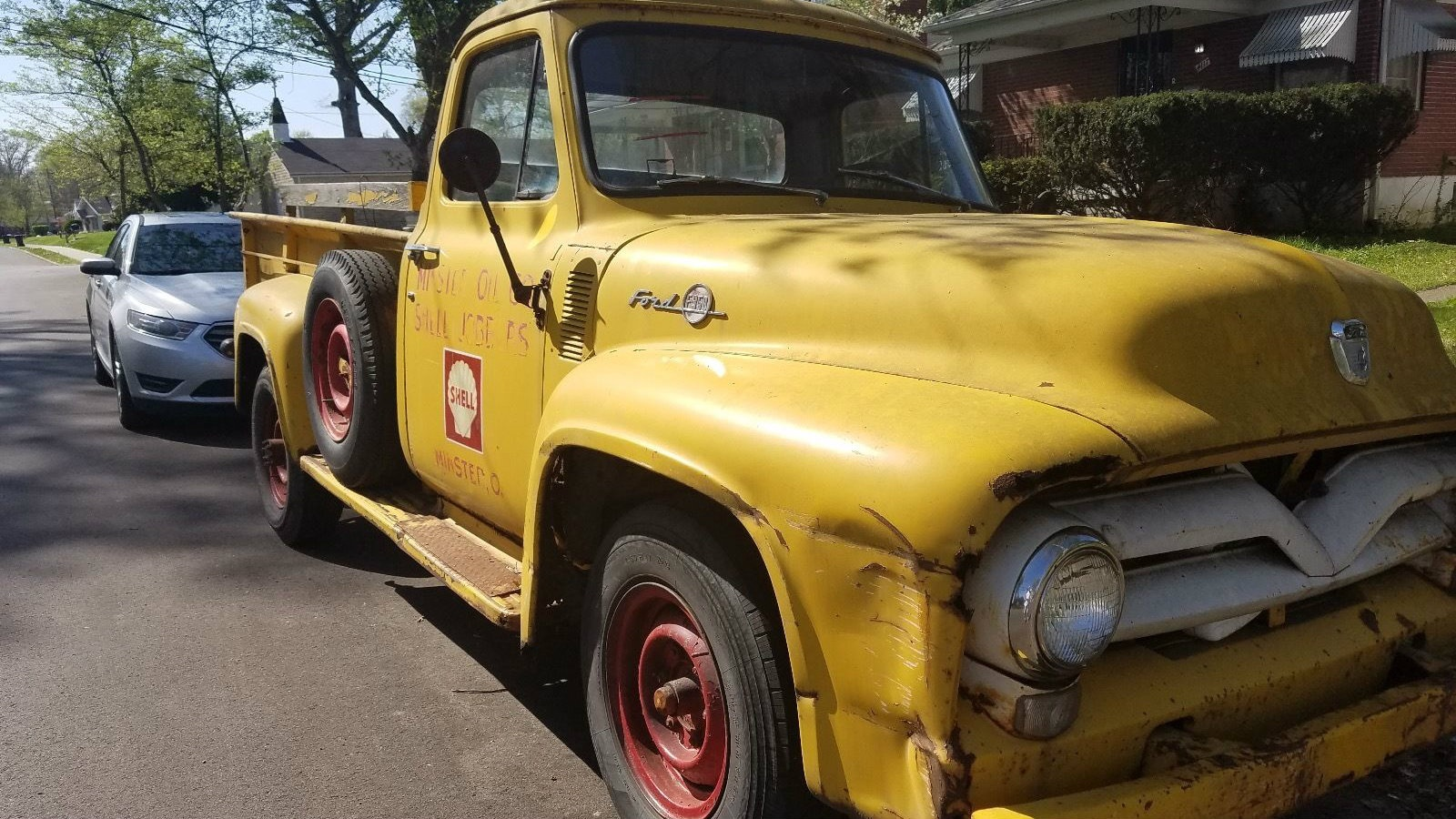 Sure there s a pretty decent dent on this side along with some rust but you just can t find many good old trucks anymore especially for this kind of