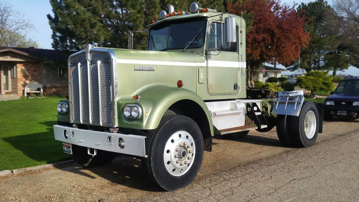 East Bound and Down: 1981 Kenworth W-900A