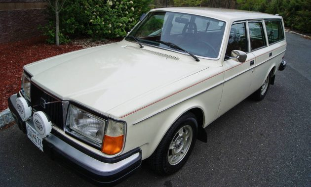 EXCLUSIVE: 1977 Volvo 245 Estate