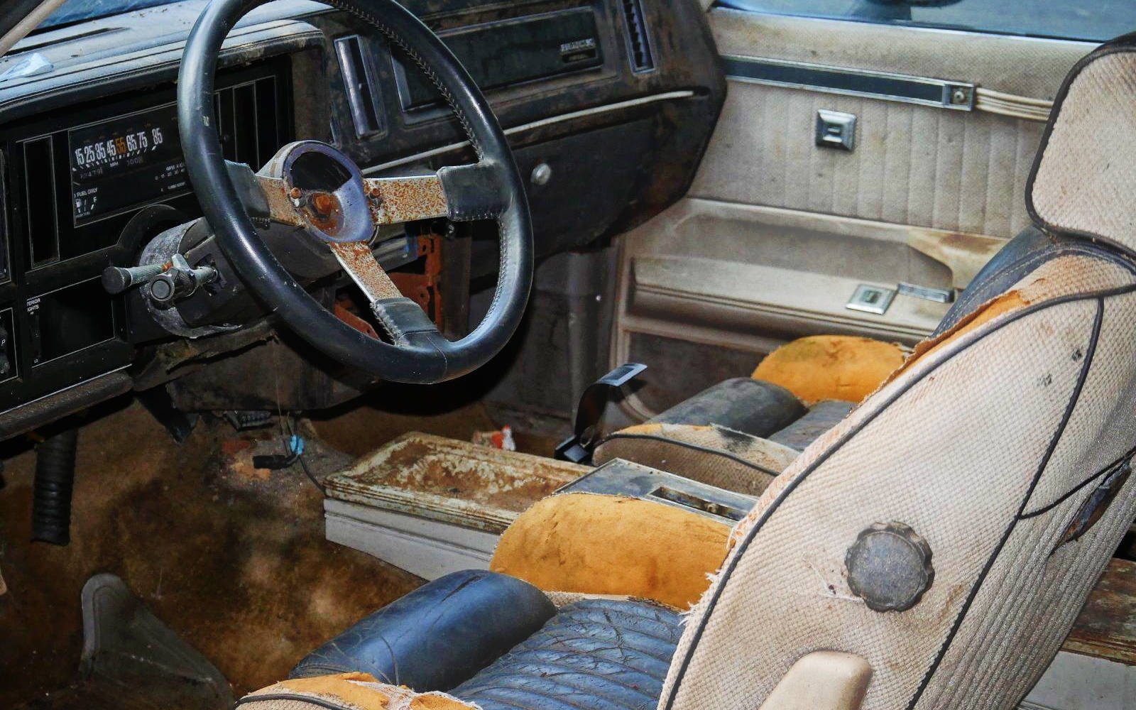 project or parts car 1984 buick grand national. Black Bedroom Furniture Sets. Home Design Ideas