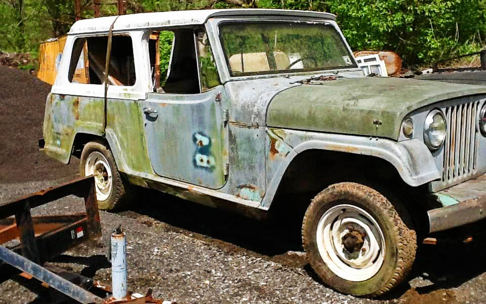 Dauntless V6: 1967 Jeepster Commando 4X4