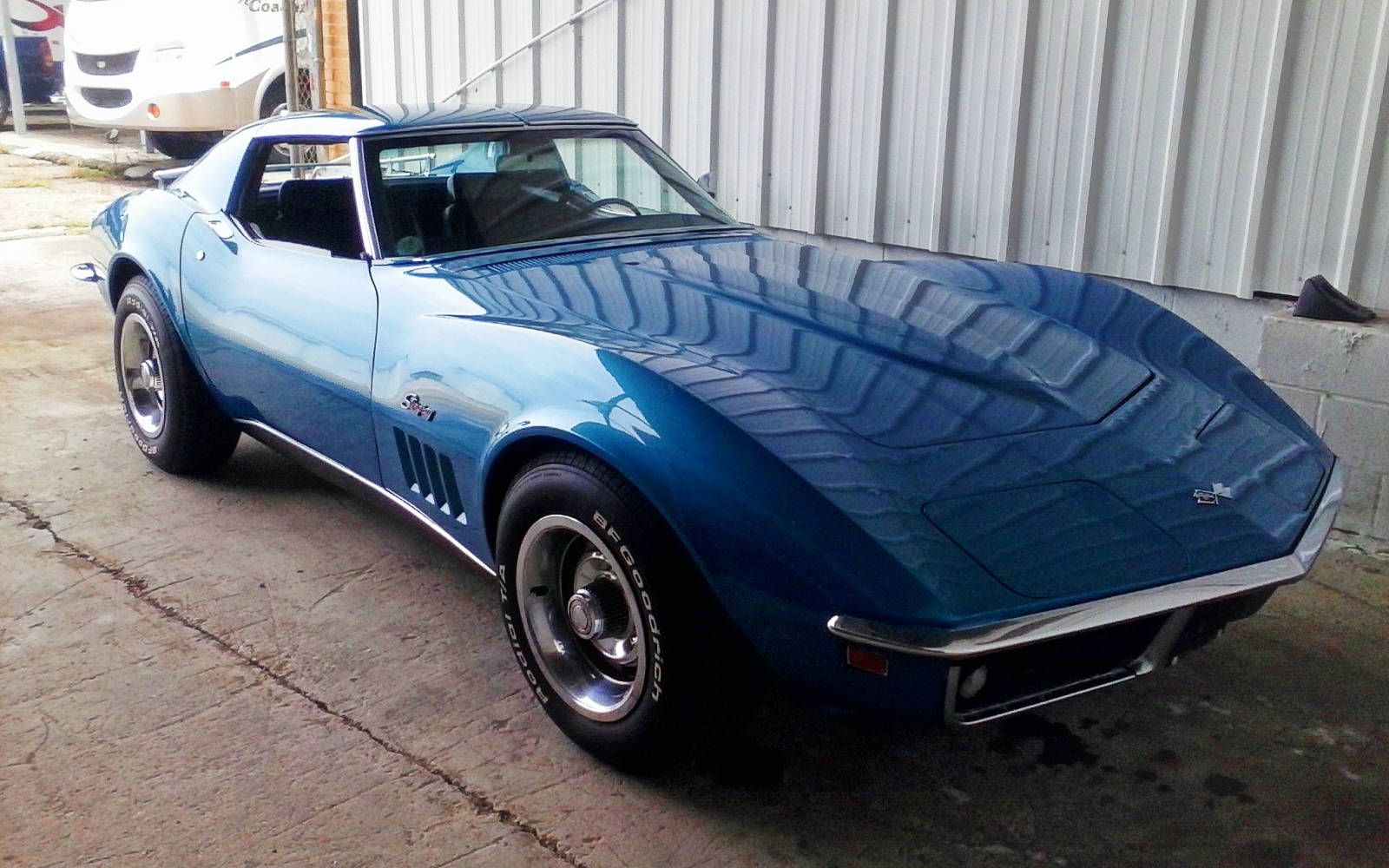 bf auction 1969 corvette stingray. Black Bedroom Furniture Sets. Home Design Ideas