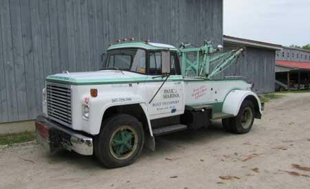 Twin Boom Wrecker: 1976 International Harvester Loadstar 1600