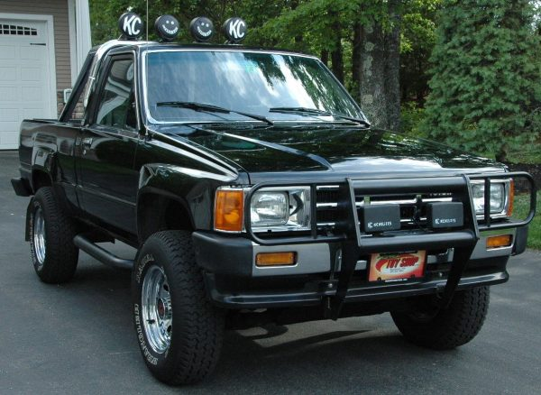 turbocharged unicorn 1986 toyota hilux xtra cab 4x4. Black Bedroom Furniture Sets. Home Design Ideas