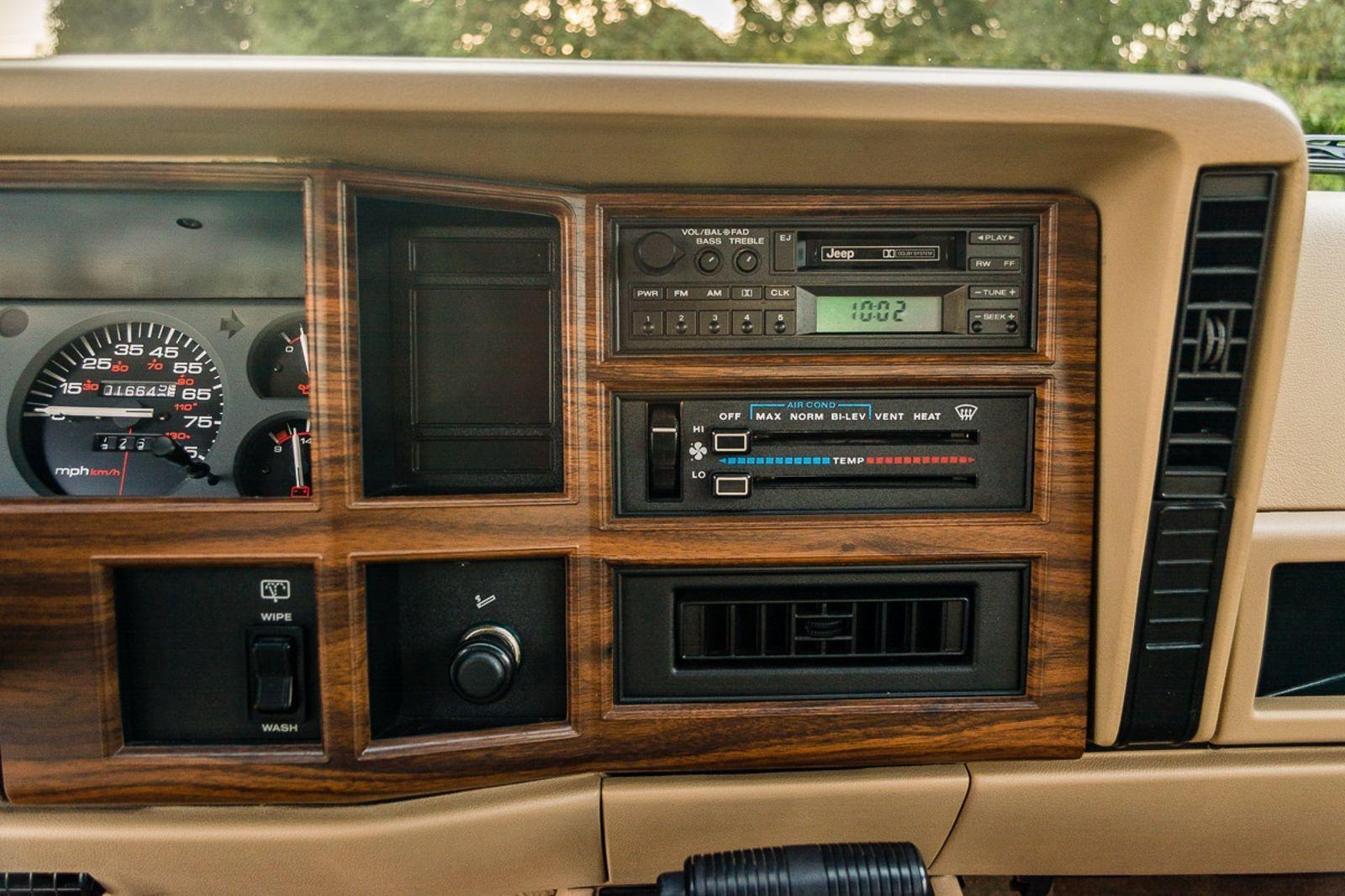 Mini Wagoneer 1992 Jeep Cherokee Briarwood