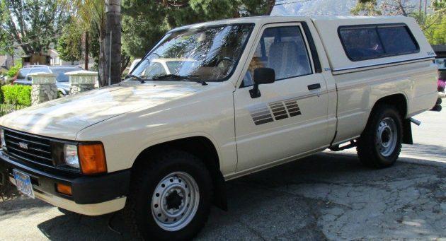 30K Original Miles: 1986 Toyota Truck