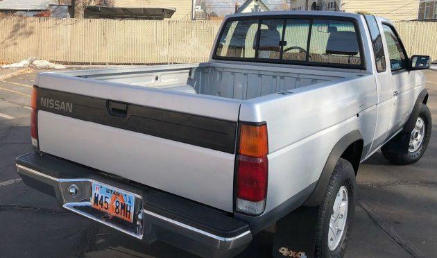 solid hardbody  1990 nissan pickup