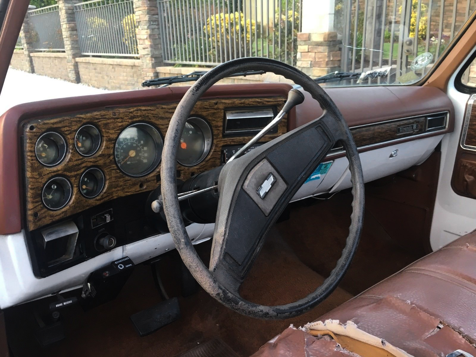 Original Owner 1976 Chevrolet C 10 Silverado Chevy Half Ton Pick Up The Interior Looks Like Its Had Share Of Sun Beating On It And Regular Wear Lots There Is A Lot Work To Do Inside This Cab Or Not