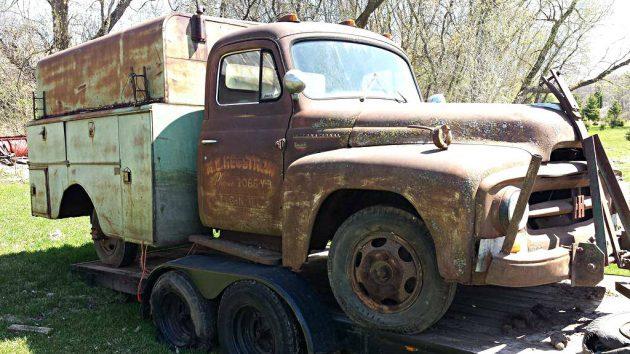 Old Work Horse: 1953 International R130 Utility