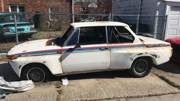 Box Flares Included: 1975 BMW 2002 Track Build